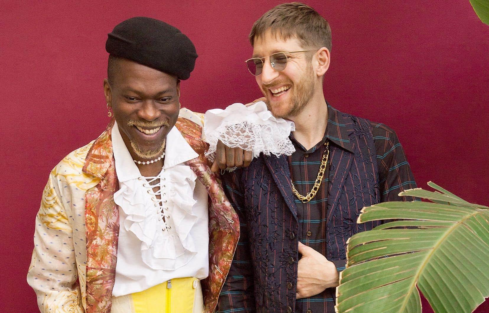 Pierre Kwenders (à gauche) et Clément Bazin: le Montréalais et le Parisien collaborent sur un premier EP d'invitantes chansons afropop tropicales.