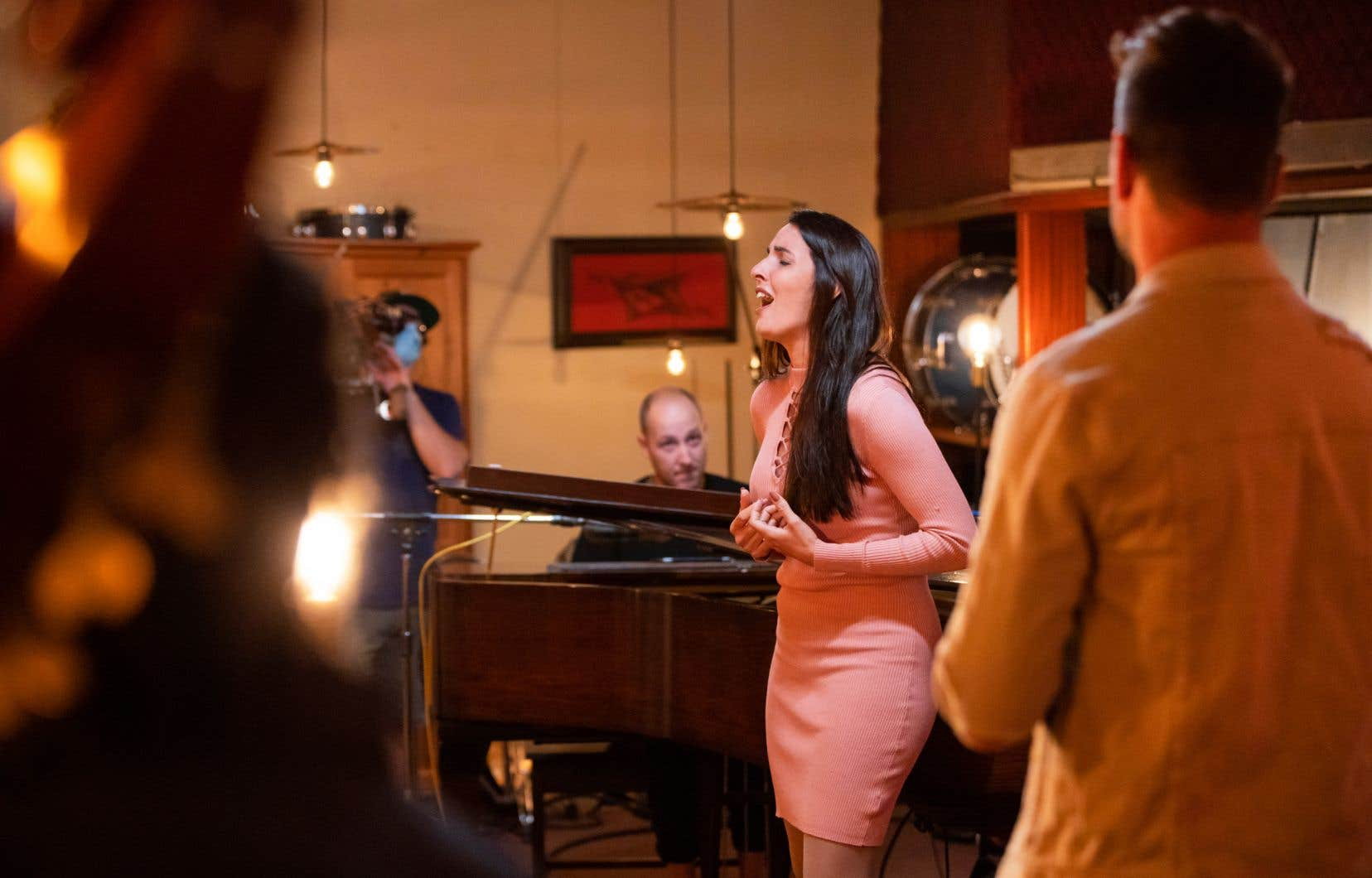 Roxana, participante à «En studio», avec Alex McMahon au piano