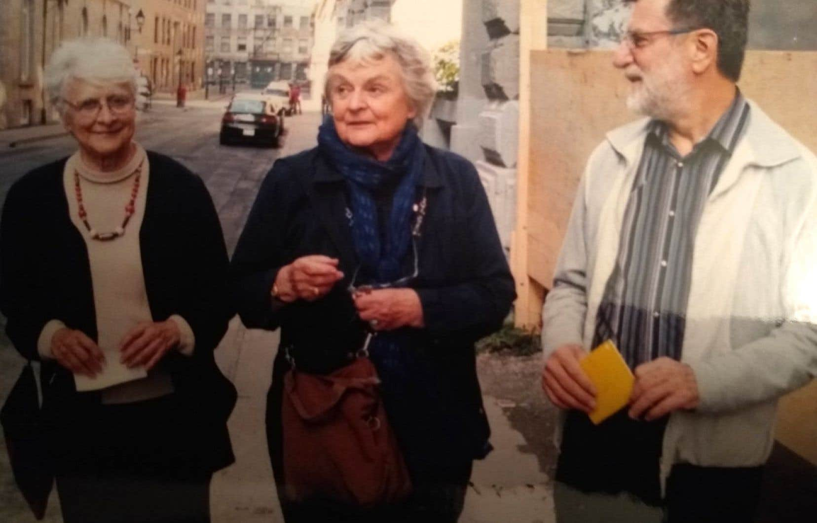 De gauche à droite: Louise Renaud, Jeanne Renaud et Claude Gosselin