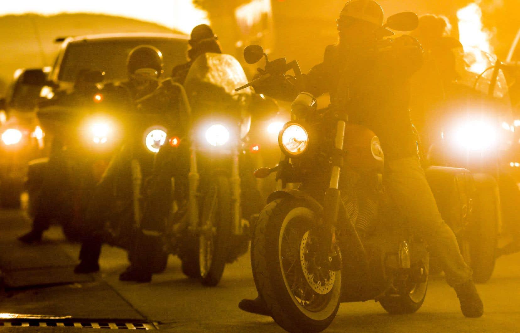 Chaque année, la petite ville de Sturgis, dans le Dakota du Sud, voit sa population exploser de façon exponentielle pendant une semaine. Lors du «Sturgis Motorcycle Rally», des centaines de milliers de motards envahissent les environs pour une série de compétitions plus ou moins formelles et toujours très abondamment emboucanées ou arrosées.