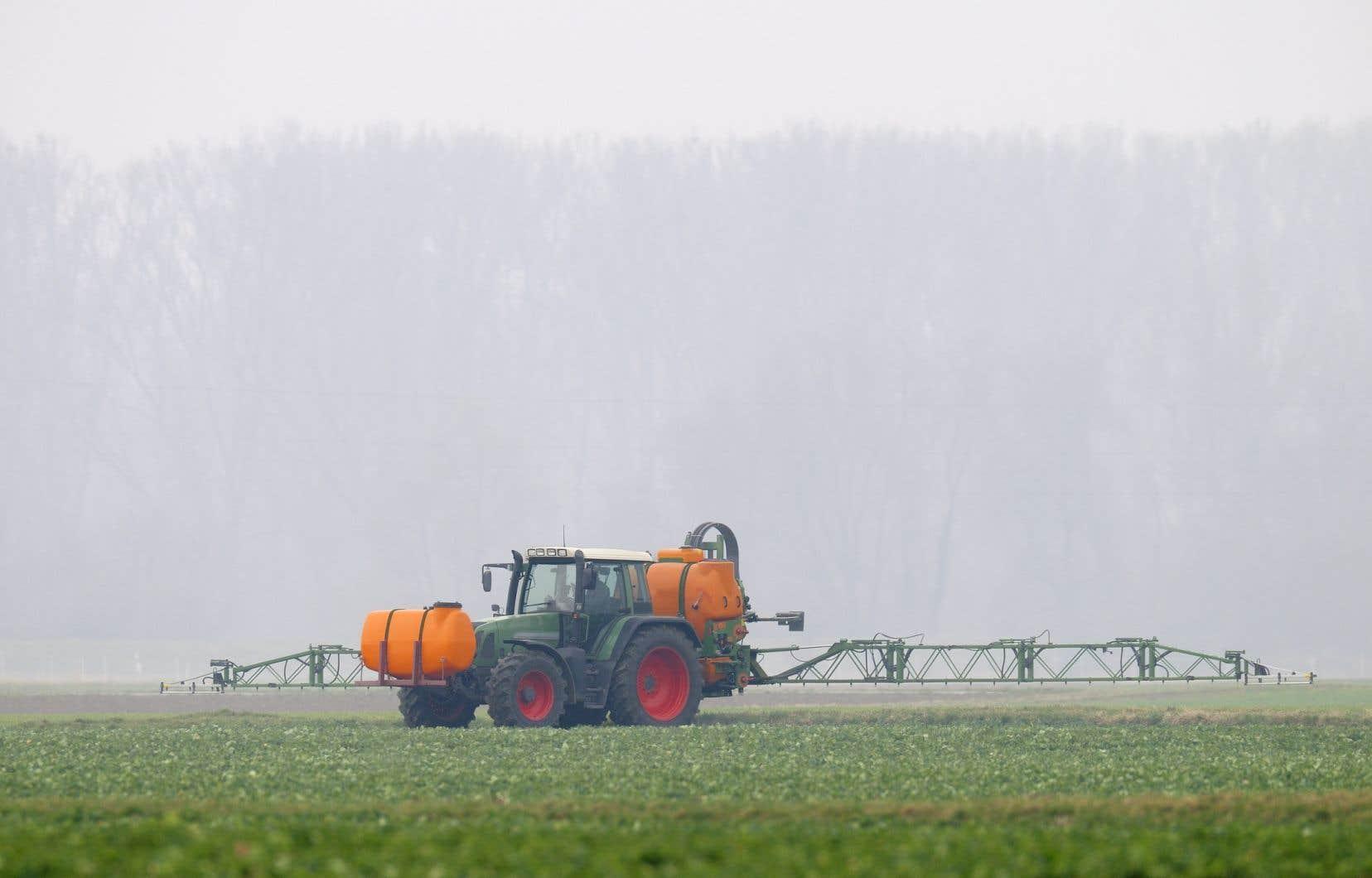 Le gouvernement Legaultespère réduire la quantité de pesticides de synthèse vendus de 500000 kilogrammes en dix ans.