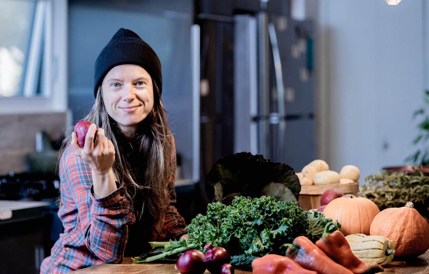 À travers ces non-recettes, Véronique Bouchard voulait montrer comment adapter notre consommation au garde-manger québécois.