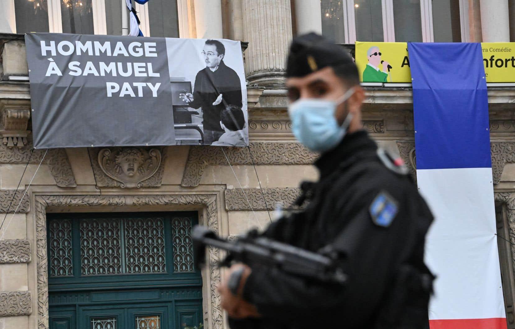 Samuel Paty, un enseignant de 47 ans, a été brutalement assassiné par un réfugié russe d'origine tchétchène le 16 octobre dernier.