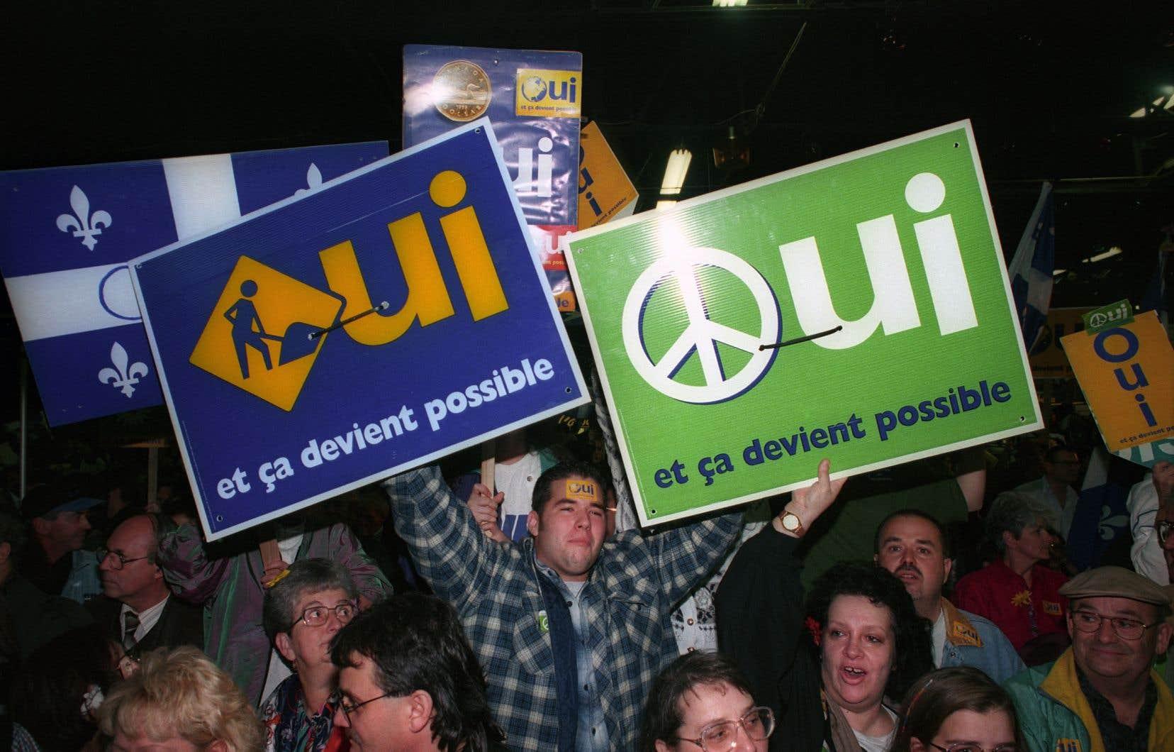 «Quand je regarde les mouvements indépendantistes vibrer dans de nombreuses contrées à travers le monde, et particulièrement en Catalogne et en Écosse, je me dis que cette idée de pays à créer est tout sauf dépassée», écrit l'auteur.