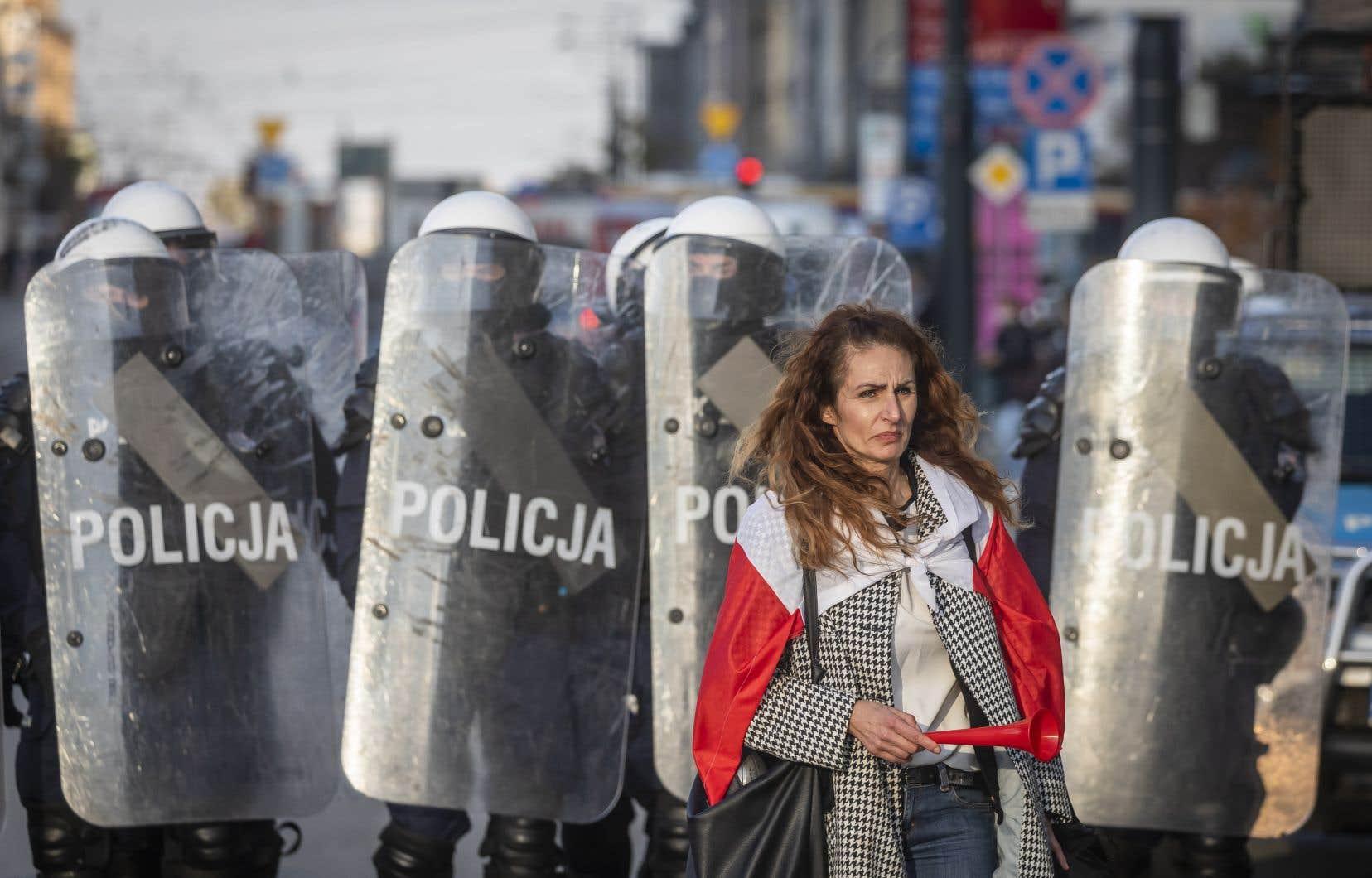 La police était présente en nombre à Varsovie, où des heurts entre manifestants et forces de l'ordre ont été observés.