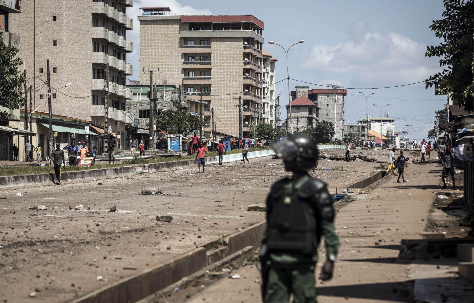 La tension était déjà montée d'un cran vendredi, les violences faisant au moins cinq morts dans ce pays d'Afrique de l'ouest à l'histoire particulièrement troublée et sanglante.