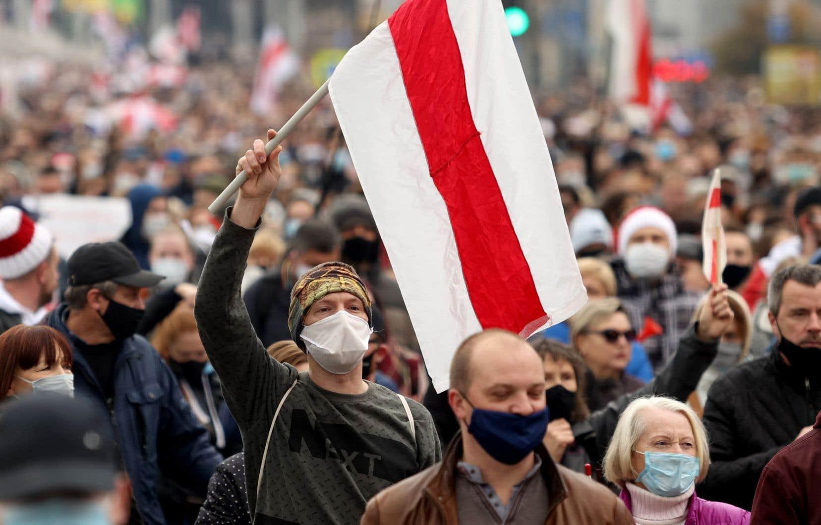 La manifestation dominicale anti-Loukachenko à Minsk a réuni plus de 100000 personnes.