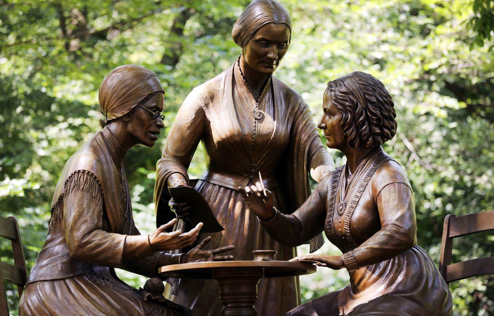 Un monument à New York rend hommage au travail de trois icônes, Sojourner Truth, Susan B. Anthony et Elizabeth Cady Stanton, dans la lutte pour la participation politique des femmes.