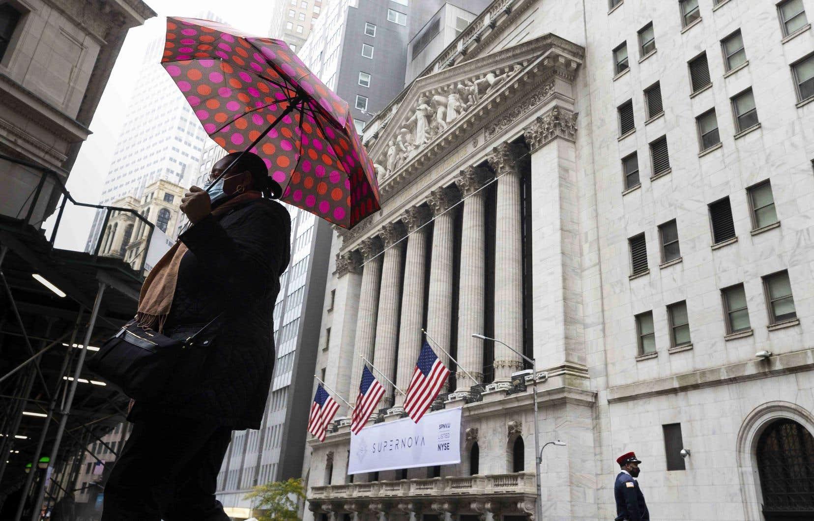 L'indice de volatilité des marchés boursiers, aussi surnommé «l'indice de la peur» parce qu'il reflète la nervosité des investisseurs, est l'un des seuls à avoir augmenté à Wall Street, lundi.