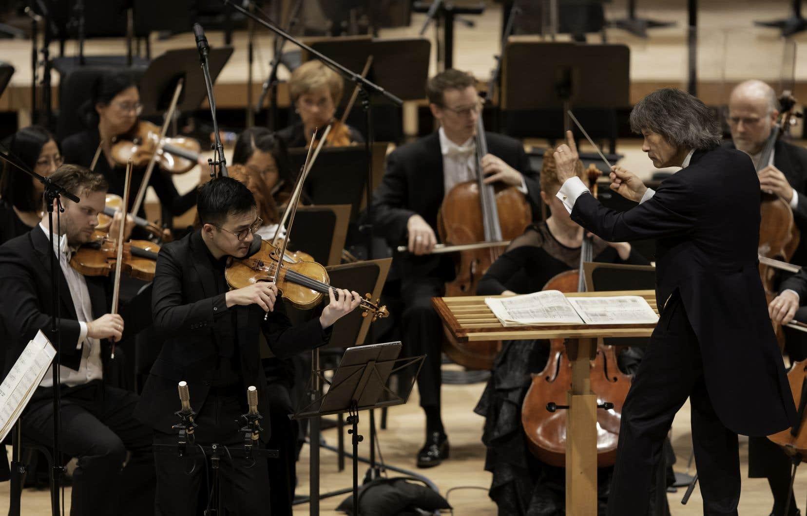 Andrew Wan, ici avec le maestro Kent Nagano, est le soliste du nouveau CD de l'Orchestre symphonique de Montréal, couplant le Concerto pour violon de Ginastera, la Sérénade de Bernstein et le nouveau Concerto pour violon, «Adrano» (2019), de Samy Moussa.