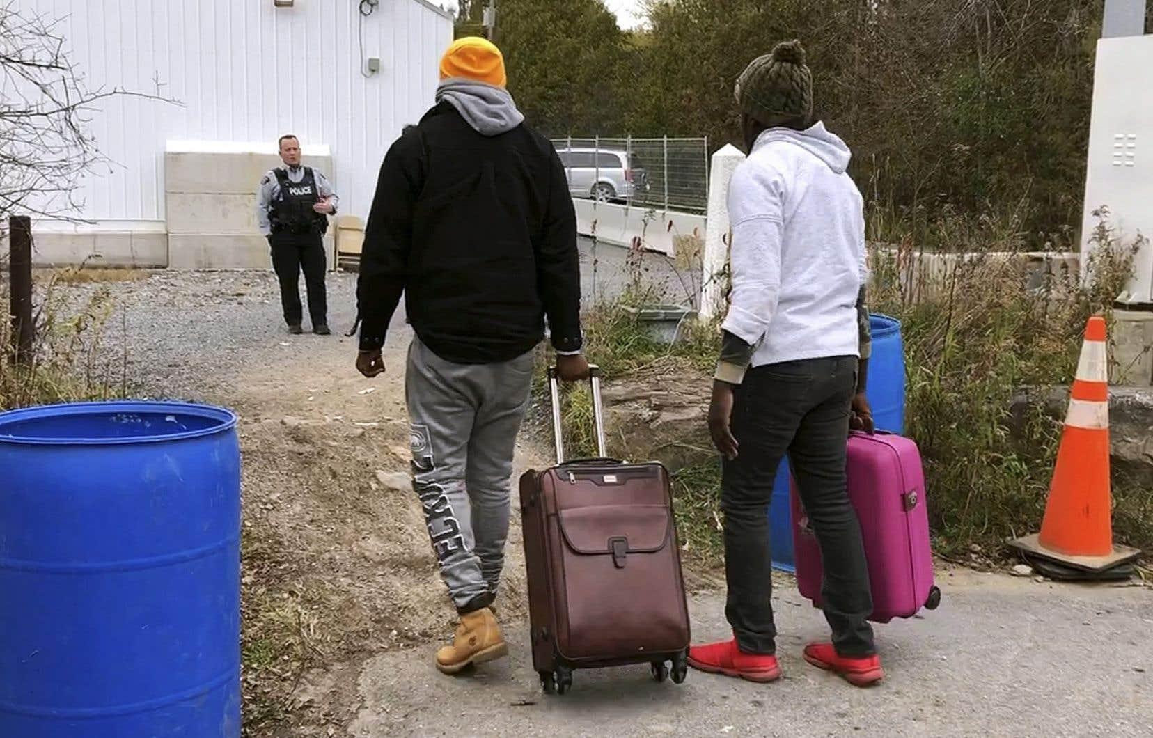 Cette entente signifie dans les faits que le Canada peut refouler un demandeur du statut de réfugié qui arrive à un point d'entrée terrestre officiel de la frontière canado-américaine, puisqu'il doit faire cette demande aux États-Unis, où il était d'abord arrivé.