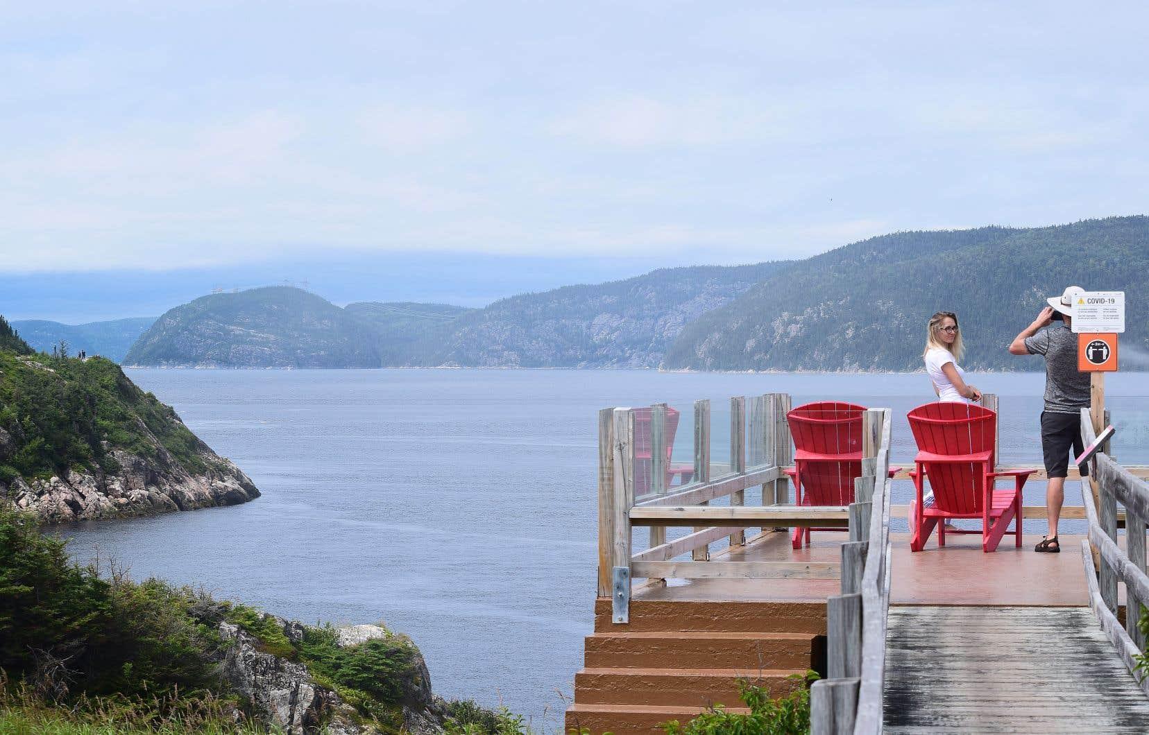 Depuis le début des consultations du BAPE sur le projet GNL Québec, plusieurs intervenants ont exprimé des inquiétudes quant aux conséquences qu'aurait la circulation de navires méthaniers pour l'industrie touristique dans le seul parc marin du Québec.