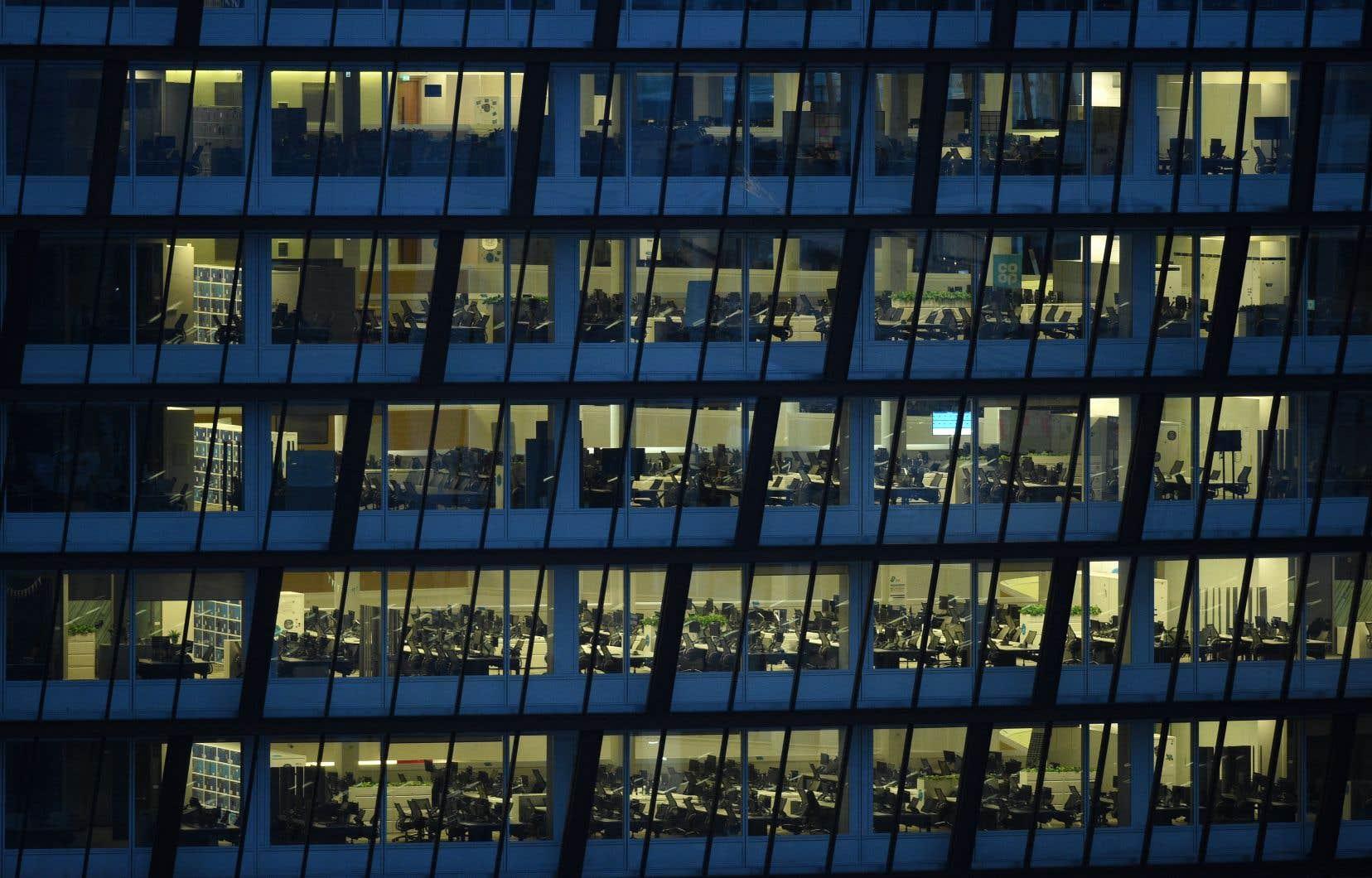 Depuis que le gouvernement du Québec a décrété un confinement généralisé en mars dernier, les tours de bureaux sont désertes.