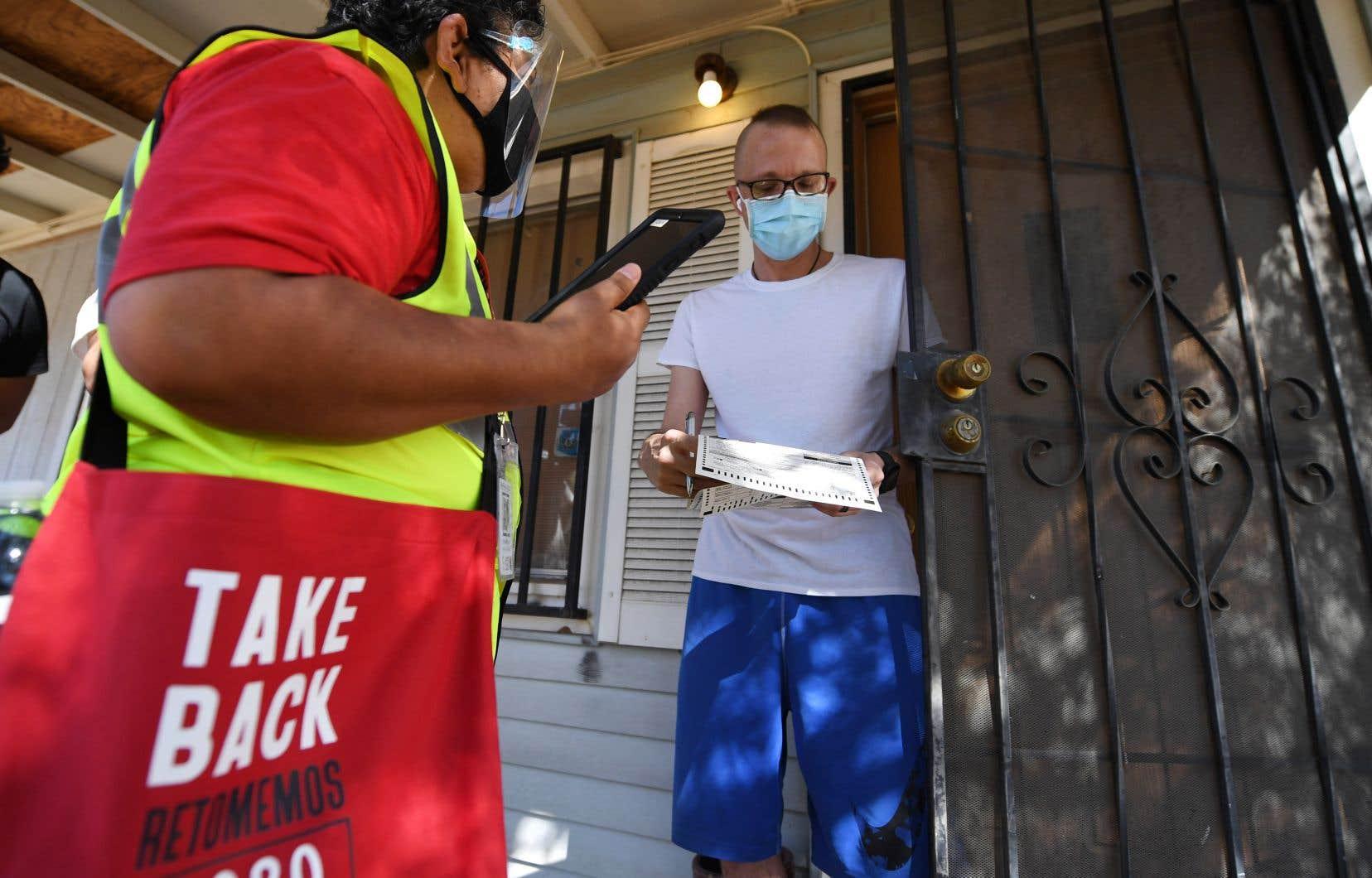 Des dizaines de bénévoles pro-Biden s'activent depuis début octobre à mobiliser le vote du quart des électeurs latino-américain qui composent le paysage politique arizonien.