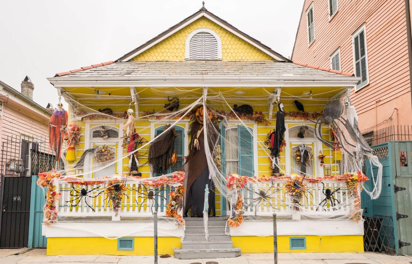 Une maison décorée pour l'Halloween dans le quartier français de la Nouvelle-Orléans, dans le sud des États-Unis