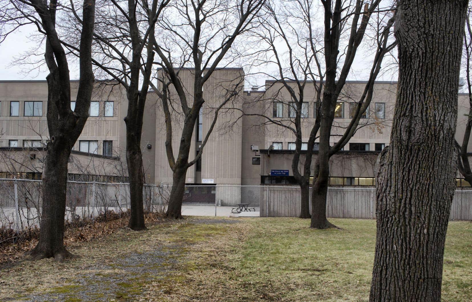 Un cadre du CSSDM et du personnel de direction suppléant ont été dépêchés d'urgence à l'école Lucien-Pagé.