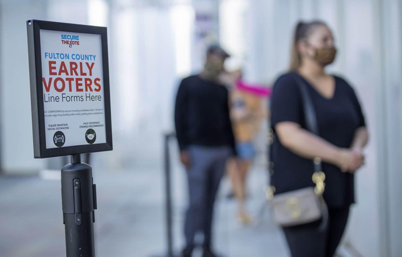 Des citoyens votent par anticipation, le 29 octobre, dans le comté de Fulton à Atlanta.