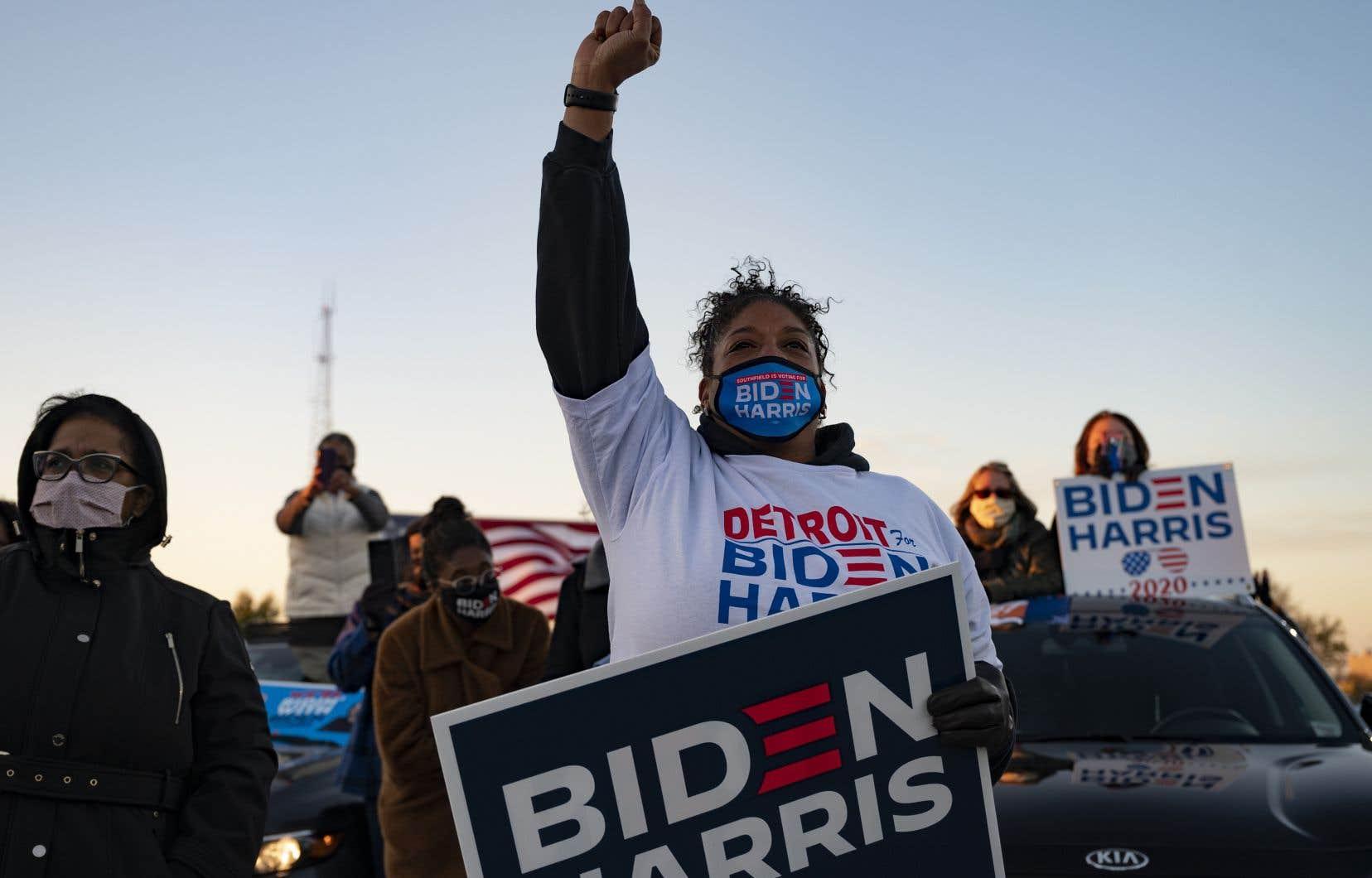 Barack Obama haranguait les militants du démocrate Joe Biden réunis en «drive-in» dans l'État du Michigan, lui aussi essentiel pour le scrutin du 3novembre.