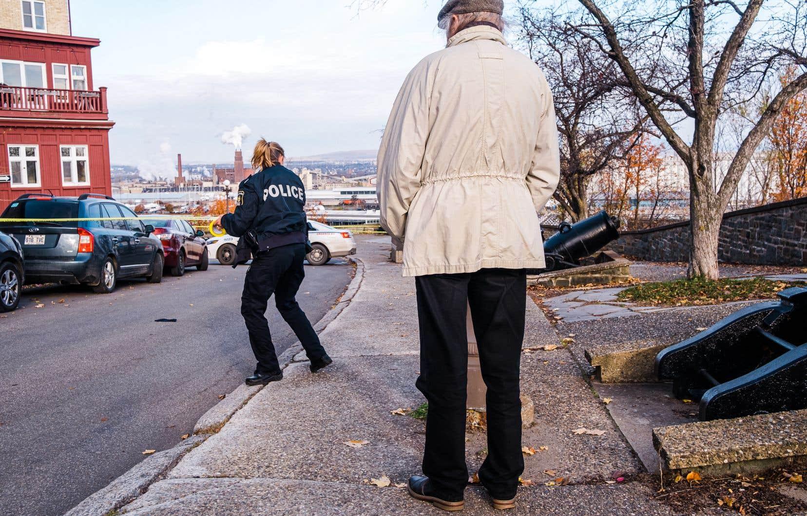 Les policiers ont passé au peigne fin 25 scènes de crime dimanche, incluant le lieu de résidence du suspect, son véhicule et les lieux des attaques et de son arrestation.