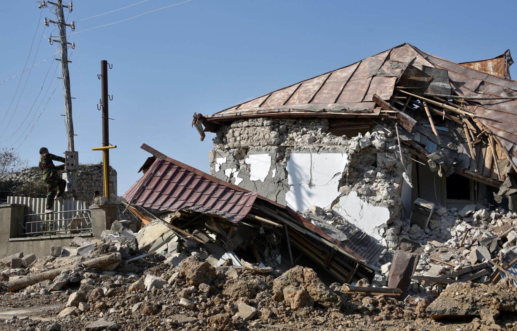 Le Haut- Karabakh est  le théâtre  d'affrontements violents entre l'Arménie et l'Azerbaïdjan. Depuis le début du conflit  en septembre  dernier, des  positions civiles ont été bombardées par les deux parties  belligérantes.