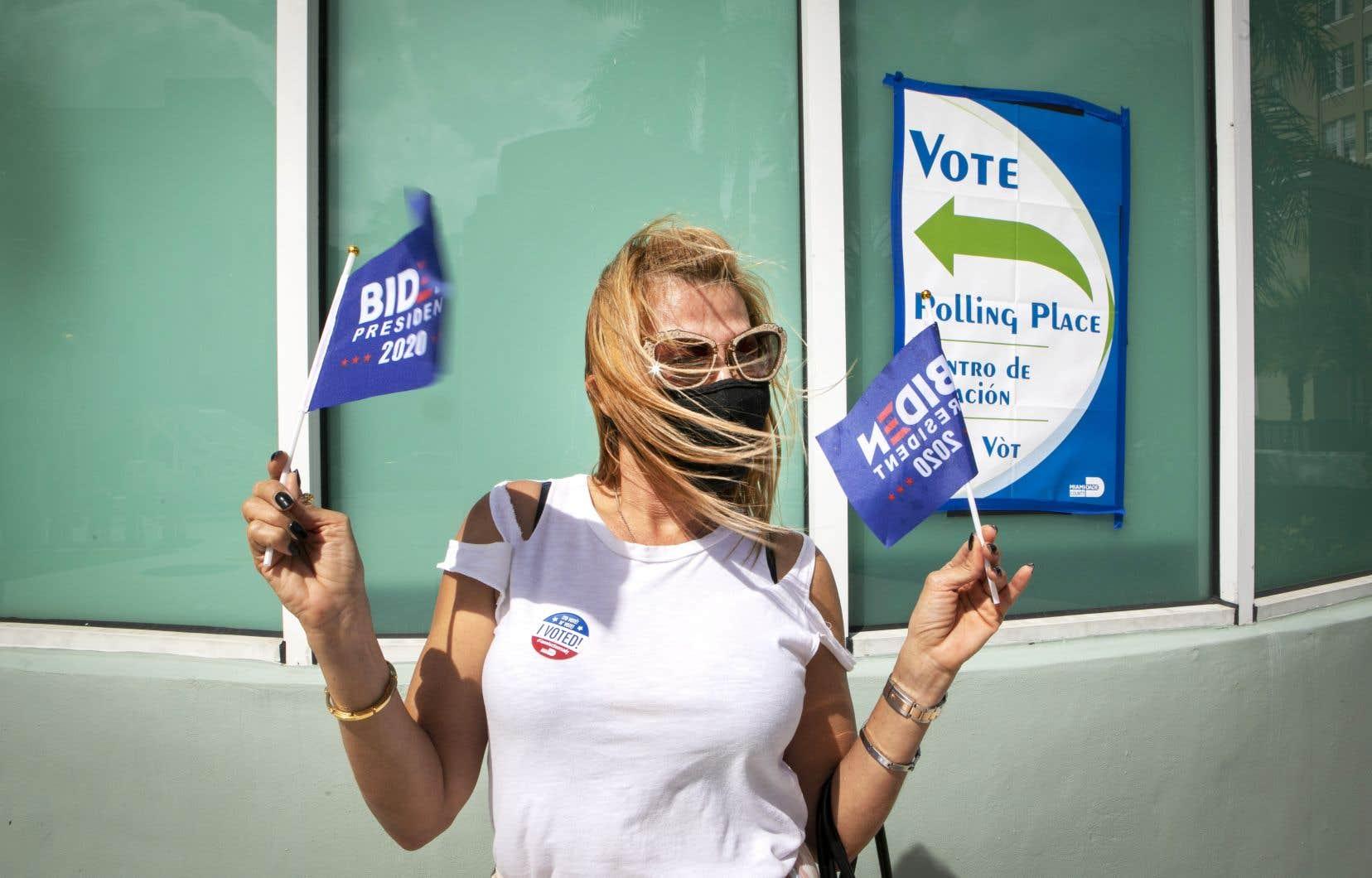 Anna Castillo affiche fièrement ses couleurs à la sortie du bureau de vote. «Je suis ex-républicaine. En 2016, j'ai voté pour Trump et ç'a été la plus grande erreur que j'ai commise», dit la femme originaire du Nicaragua.