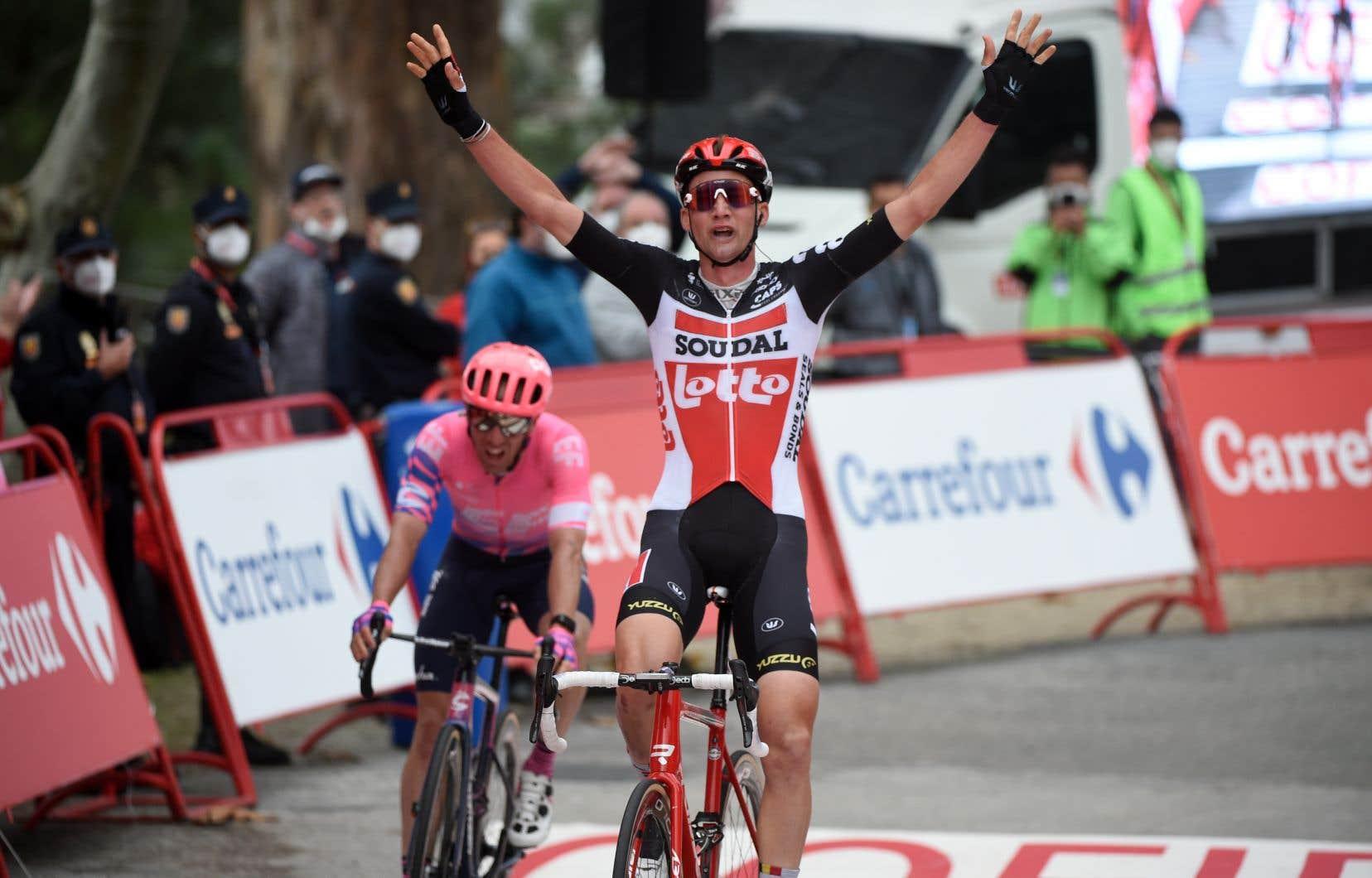 Tim Wellens a devancé de justesse le Canadien Michael Woods au sprint final de la 14e étape.