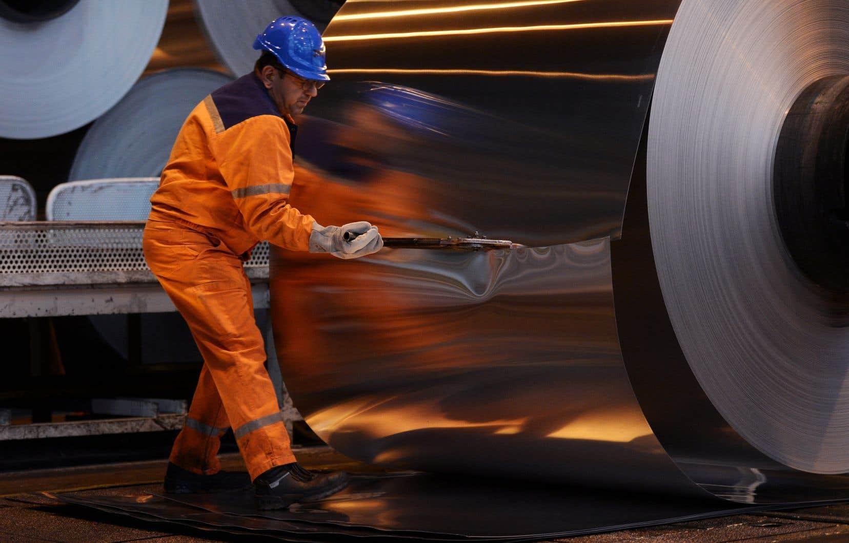 Sous un gouvernement républicain, il pourrait y avoir uneimposition de tarifs sur certaines catégories de produits, comme l'aluminium, l'acier et le papier journal.