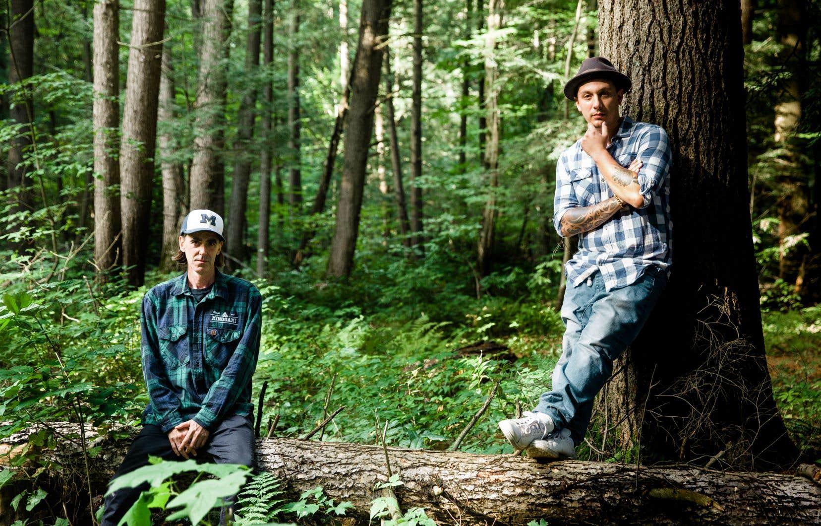 Biz (à gauche) et Samian dans la pinède d'Oka, où s'est jouée une partie de la crise.