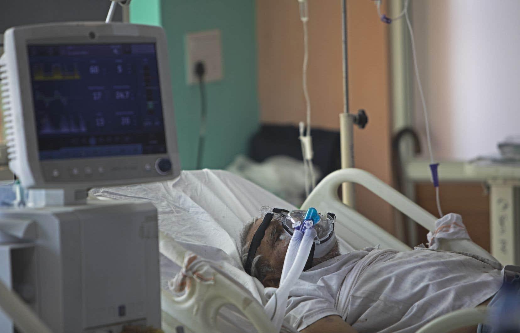 Si la situation devient intenable dans le réseau de la santé, les gens âgés de plus de 50 ans seront également évalués en fonction du score de fragilité pour avoir accès à un respirateur.