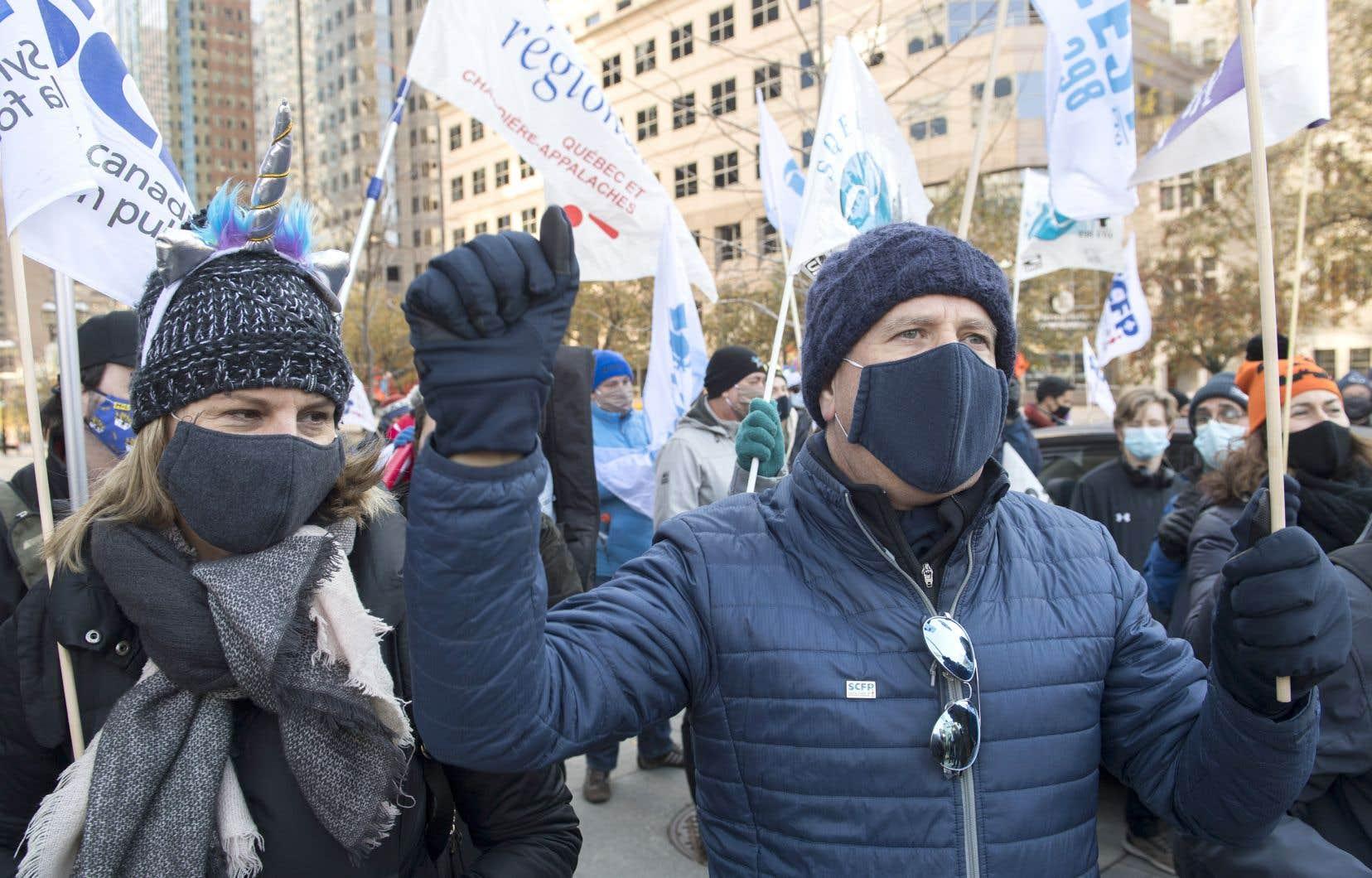 L'ouverture de Sonia LeBel suffira-t-elle à convaincre les syndicats de la valeur de l'entente proposée? Ci-dessus, une photo d'une manifestation de travailleurs du secteur public à Montréal, à la fin d'octobre.