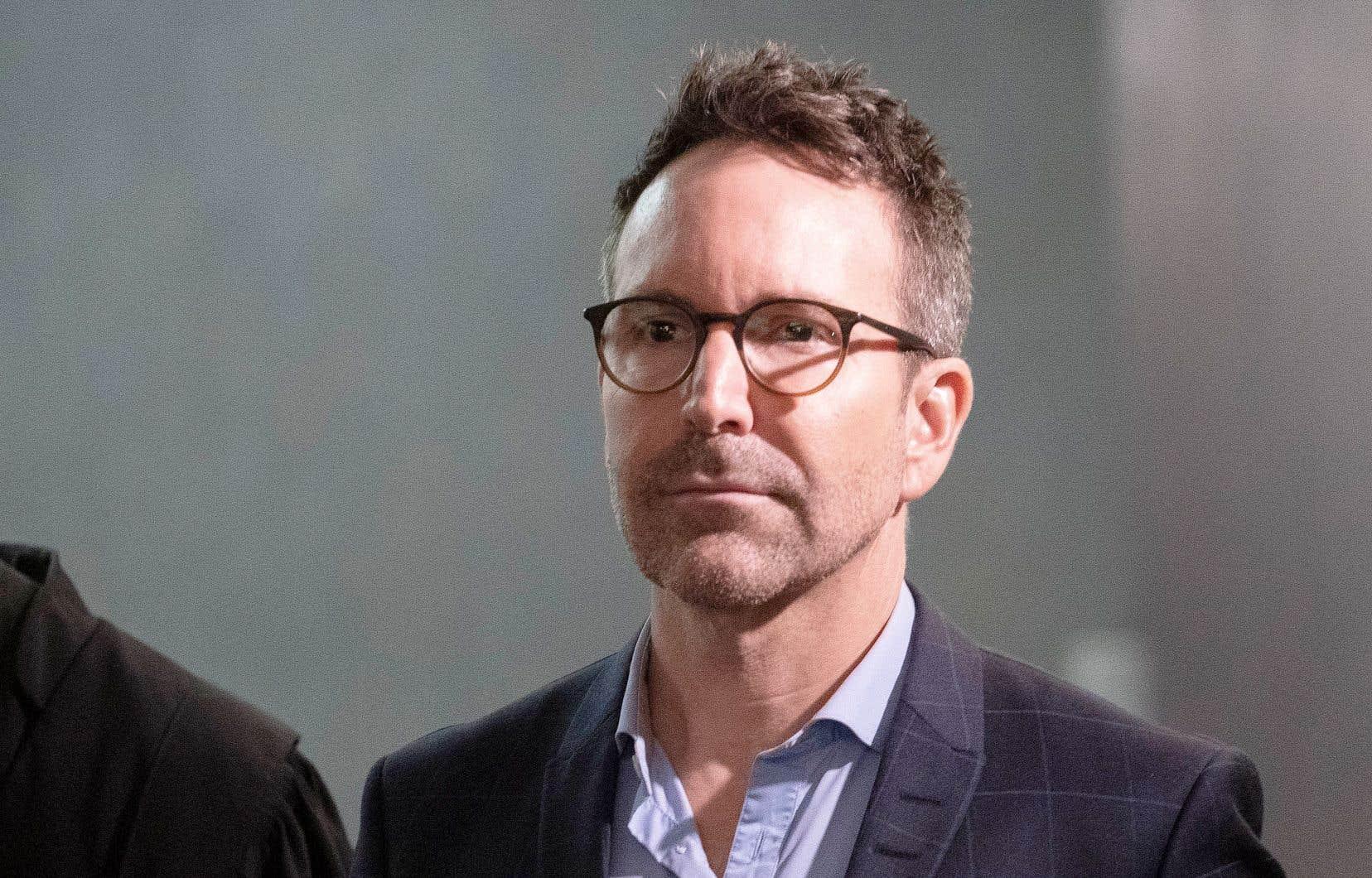 L'ex-animateur Éric Salvail fait face à des accusations de harcèlement, d'agression sexuelle et de séquestration pour des faits qui seraient survenus en 1993.