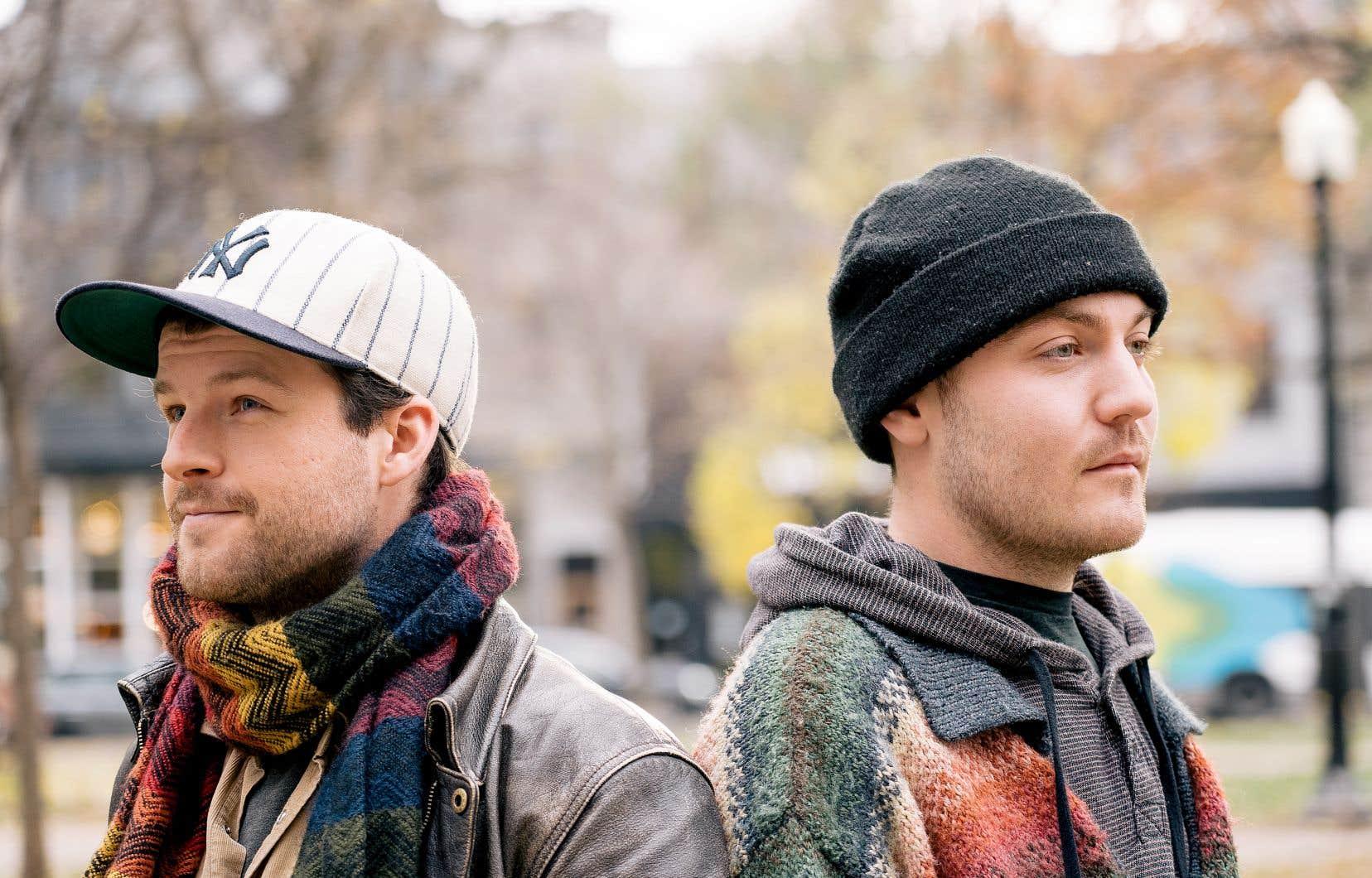 Amis depuis le secondaire, Louis Thibault et Philippe Girard ont grandi dans la région de Lanaudière, épicentre de la musique traditionnelle québécoise, mais n'ont pourtant pas baigné dans le folklore.