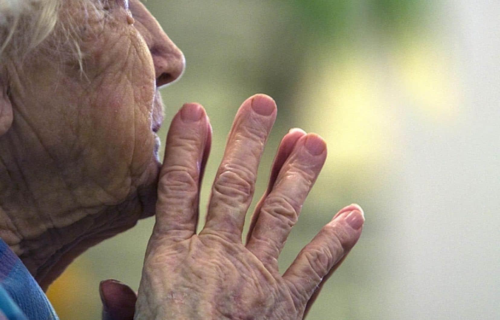 Selon le souhait formulé par les Québécois, le soutien à domicile constitue la pierre angulaire du plan dévoilé hier, a dit Jean Charest.<br />
