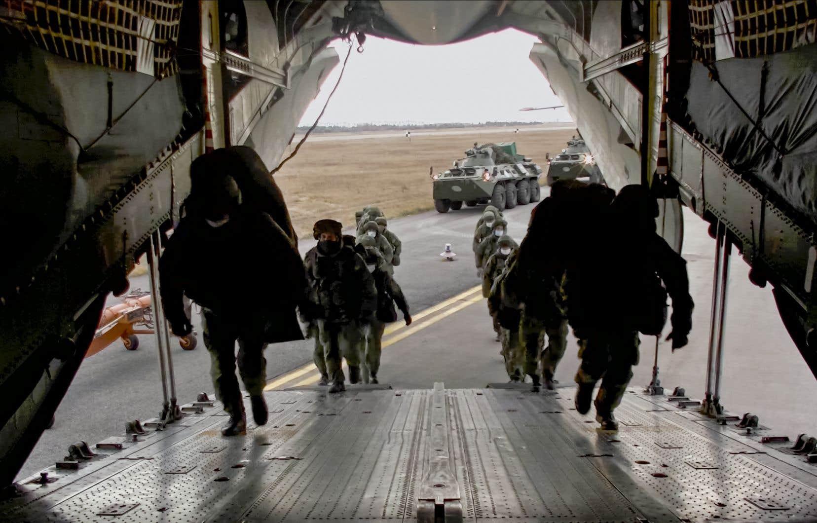 Le Haut-Karabakh est placé sous la protection d'un contingent de 2000 militaires russes et disposera de deux accès à l'Arménie.
