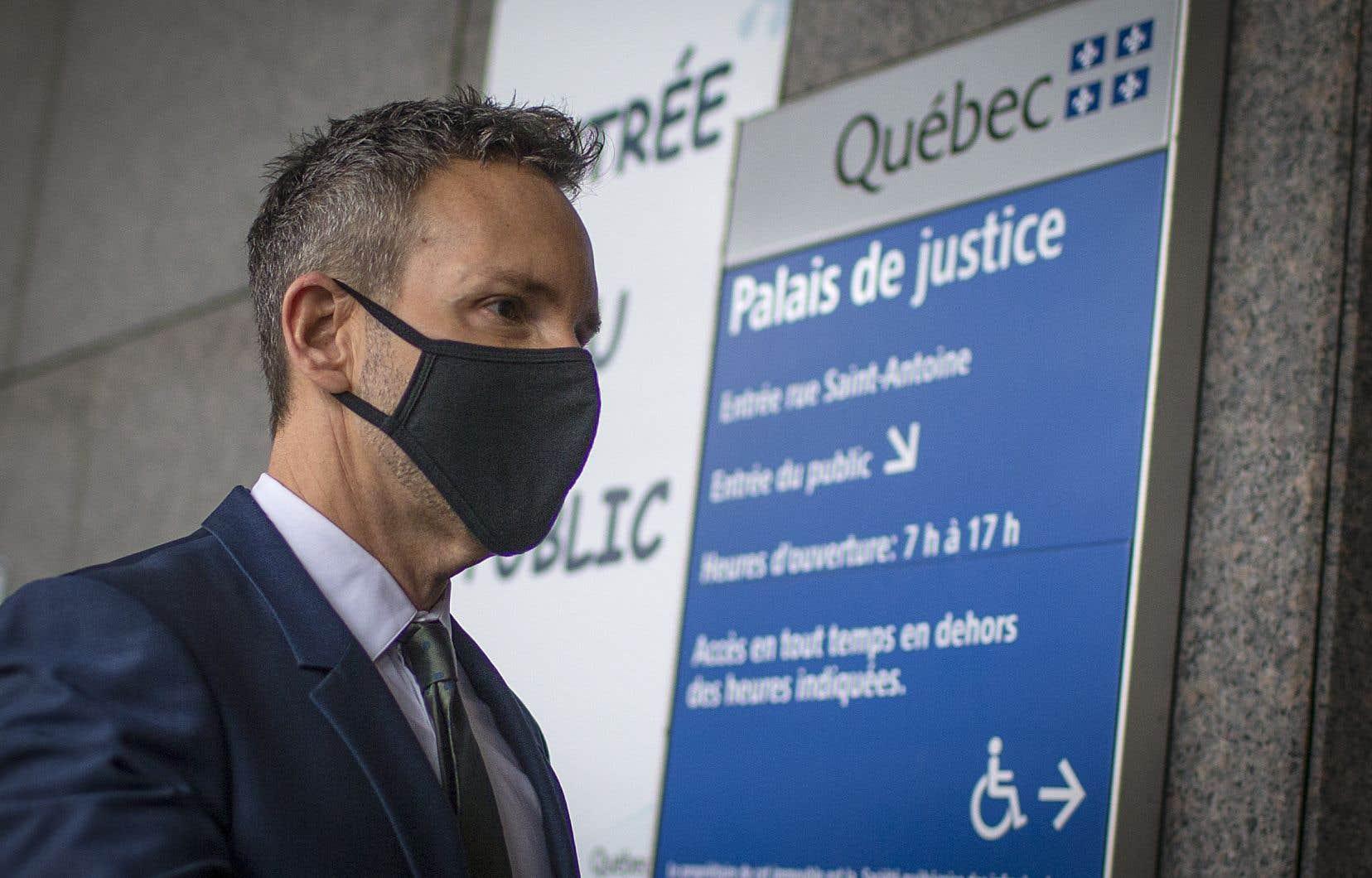 Éric Salvail est accuséd'agression sexuelle, de séquestration et de harcèlement.