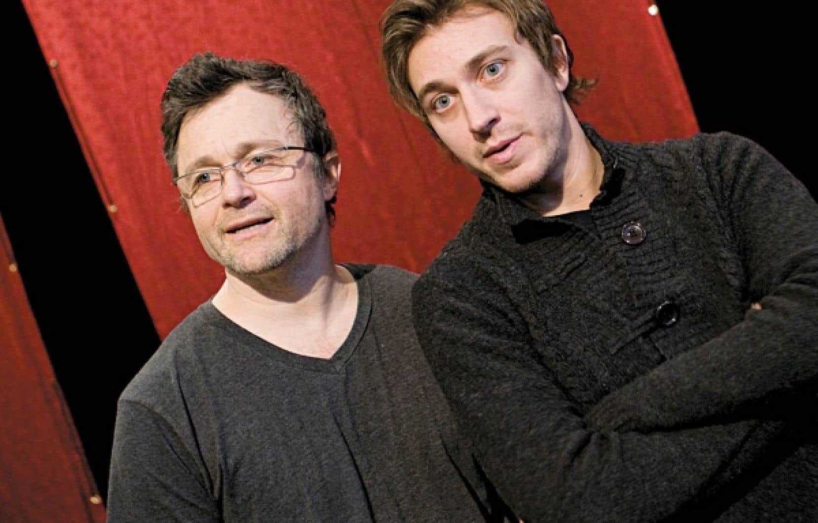 Le metteur en scène Marc Béland en compagnie de Benoît McGinnis<br />