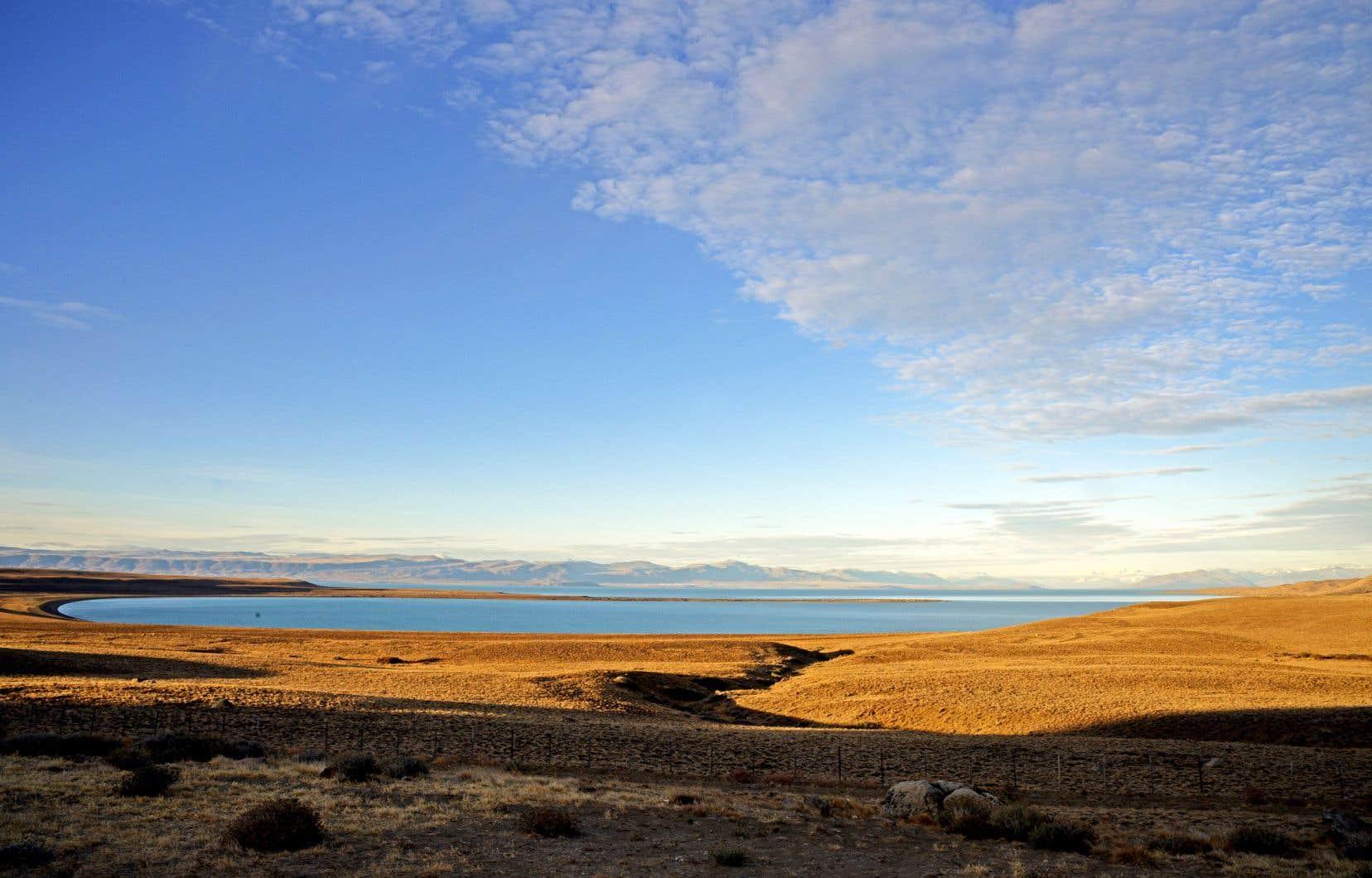 Les espaces immenses et presque déserts de la Patagonie, où semble souffler en permanence un vent à rendre fou…