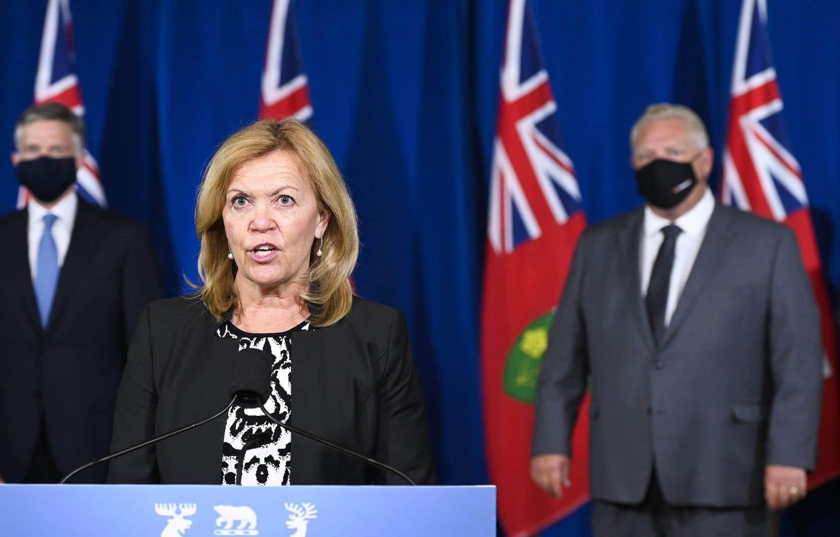 La ministre ontarienne de la Santé, Christine Elliott, a indiqué qu'il y avait 440 nouveaux cas à Toronto, 440 dans la région de Peel et 155 dans la région de York.