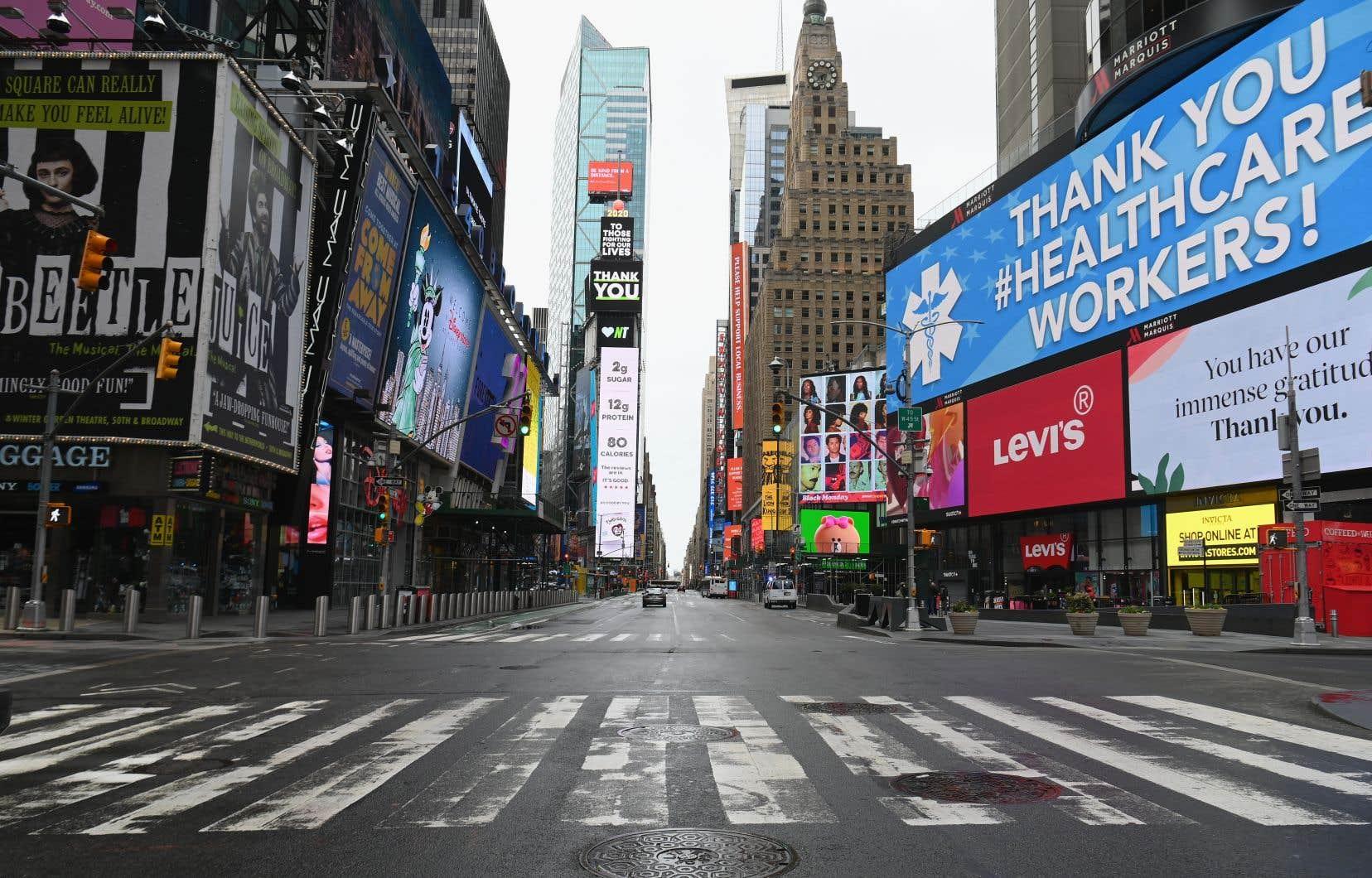 Times Square désert en avril dernier à New York. Pour bien des Américains, l'idée même d'un confinement est une pilule impossible à avaler.