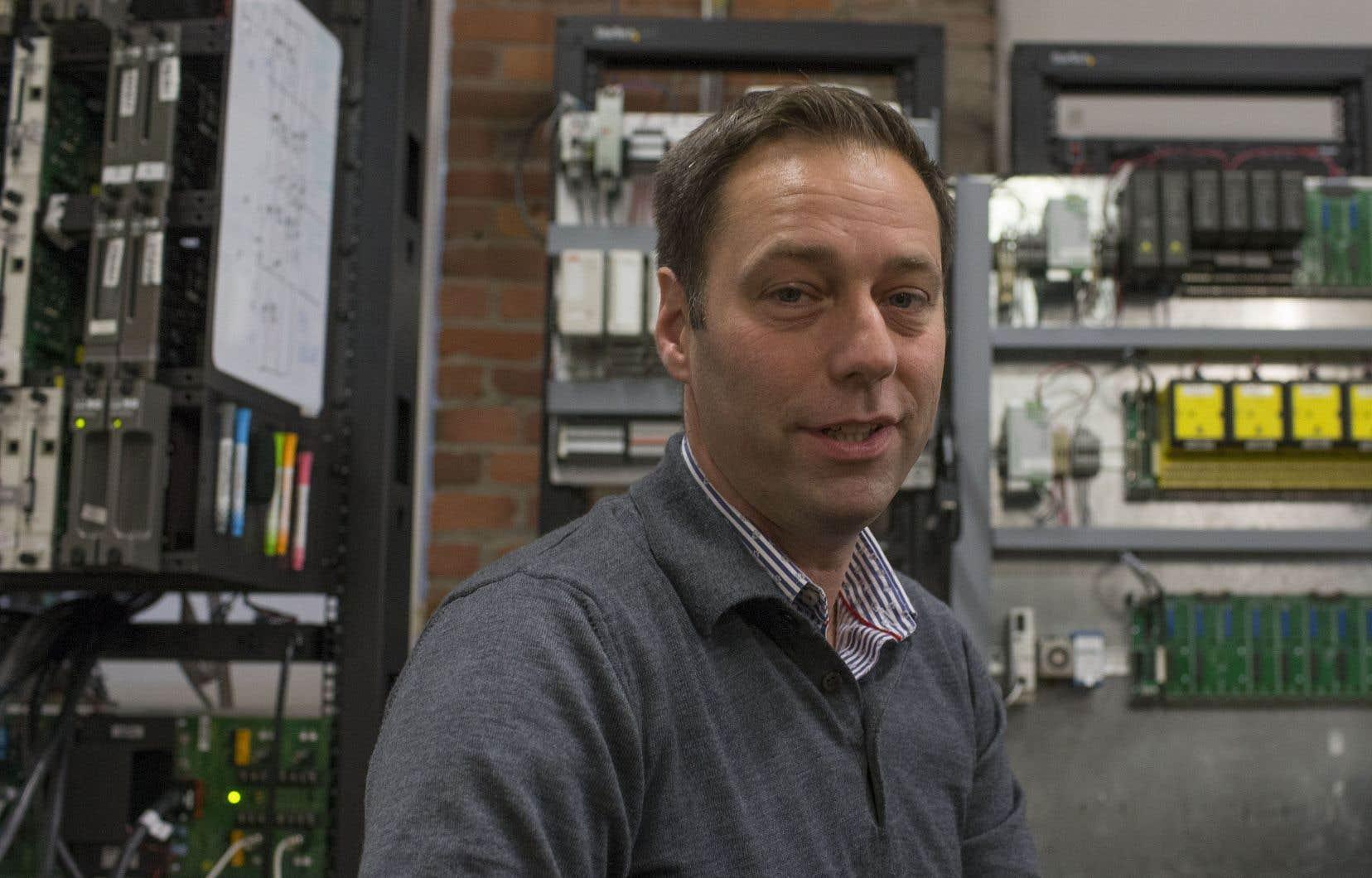 Avec le soutien d'un professeur de Polytechnique Montréal, Benoit Janvier et son équipe développent une application pour trouver les gens qui ont fréquenté les mêmes lieux publics que les personnes atteintes de la COVID-19.