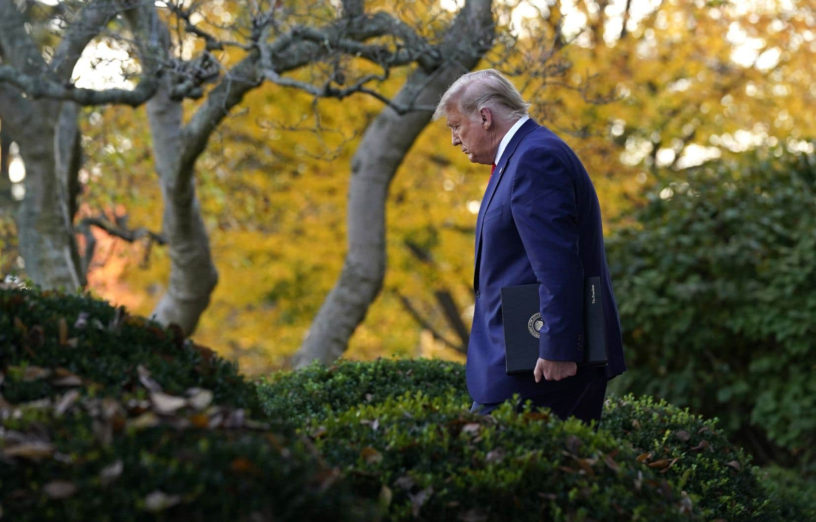 Trump a attribuée la victoire de Biden à de prétendues fraudes, et a peu après réitéré qu'il «ne concède rien».