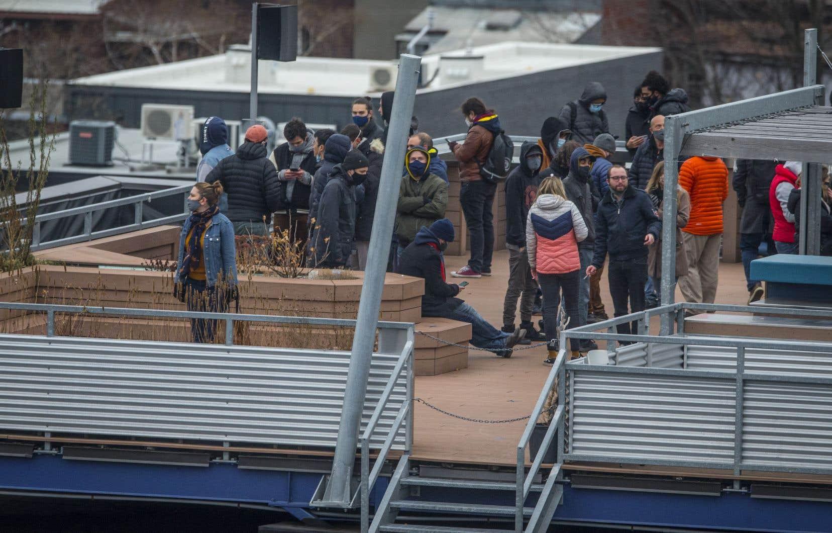 Des images d'employés s'étant réfugiés sur le toit de l'édifice d'Ubisoft à Montréal ont été diffusées par certains médias, vendredi, lors d'une intervention policière.