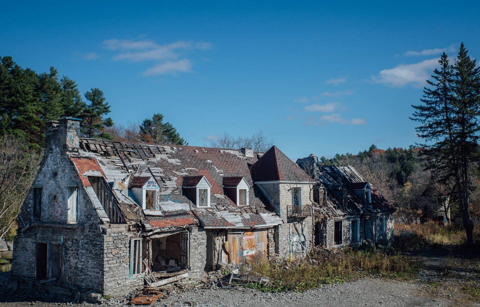La Direction générale  du patrimoine, qui comptait  162 employés  en 1977,  n'en compte aujourd'hui plus qu'une trentaine pour protéger  les édifices  historiques.  Ici le Manoir seigneurial  de Mascouche.