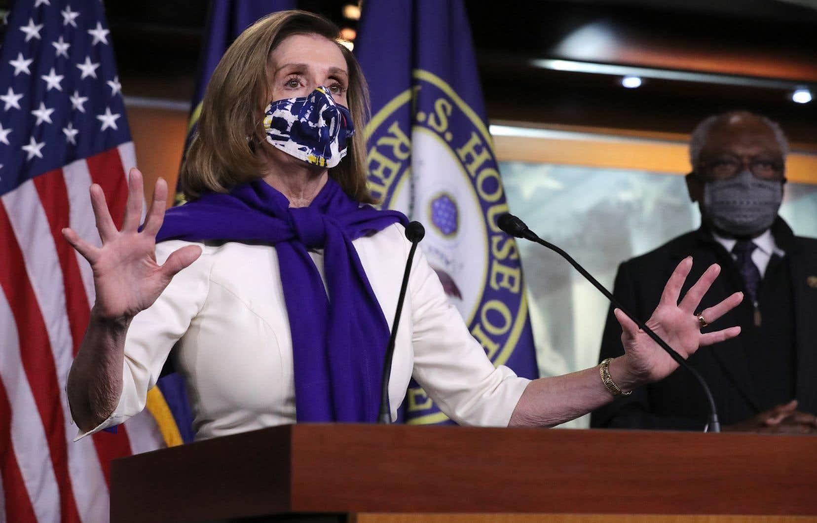 Nancy Pelosi s'est dite «très, très honorée» en acceptant cette nomination et a promis d'agir pour aider à «anéantir» le virus.