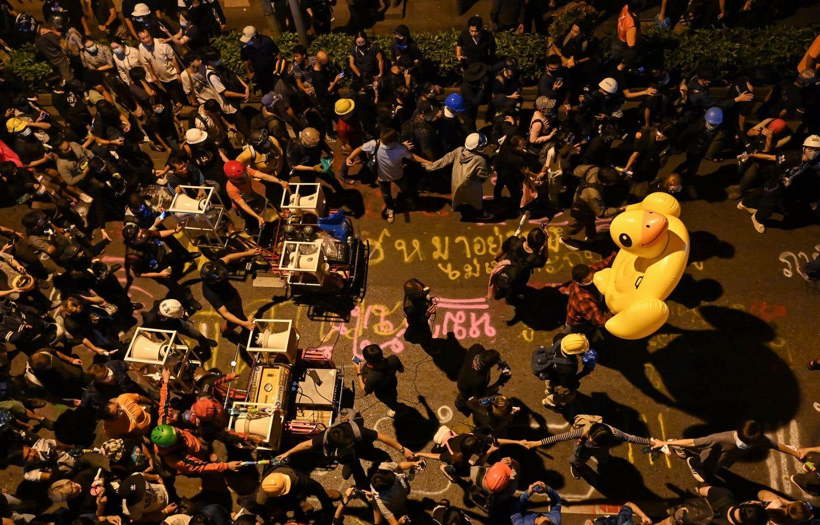 Le rassemblement a réuni quelque 20000 manifestants en début de soirée, selon une estimation de l'AFP.