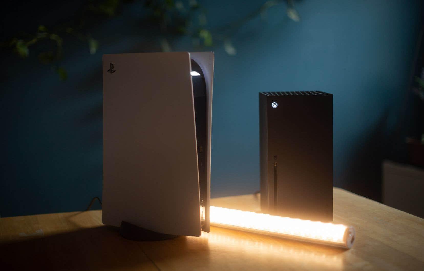 Les nouvelles consoles que vous retrouverez sur les listes de cadeaux de Noël: la PlayStation 5 et la Xbox Series X.