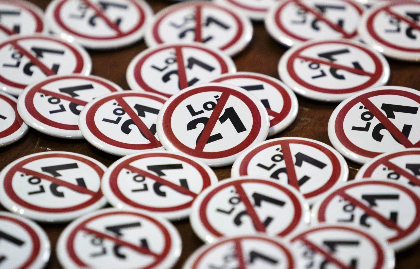«Bien que la Loi sur la laïcité prétende proscrire le port des signes religieux en général, reconnaissons que le véritable objet d'opprobre est ici le voile islamique et ses dérivés», estime l'autrice.