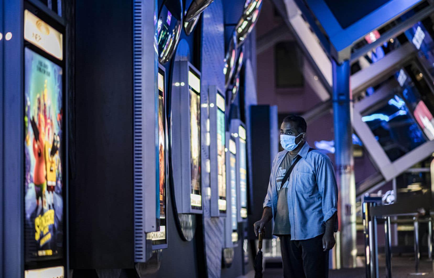 Avec cet accord, les films d'Universal Pictures et Focus Features seront désormais présentés dans les cinémas pendant trois fins de semaines, contre 90 jours auparavant, avant que le studio puisse choisir de les rendre disponibles à domicile sur les plateformes de location numériques.