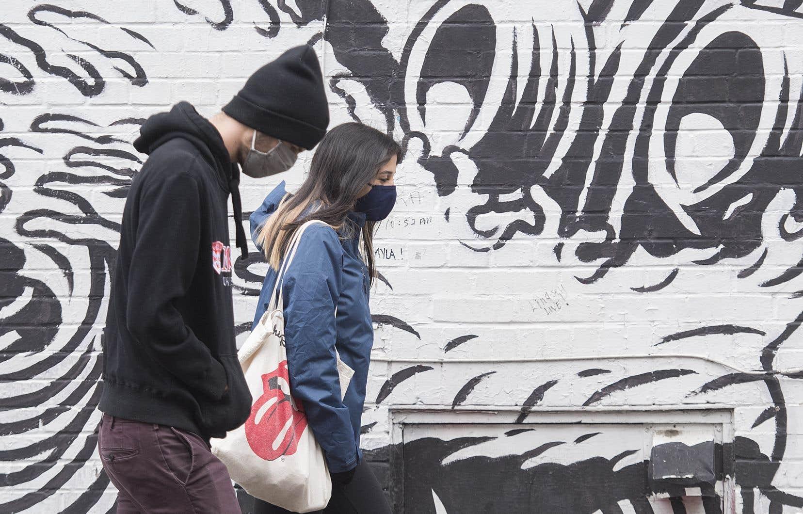 «46% des Montréalais âgés de 18 à 24ans affirment ressentir des symptômes d'anxiété et de dépression, tout comme les jeunes à l'extérieur de Montréal sans doute», écrit l'auteur.