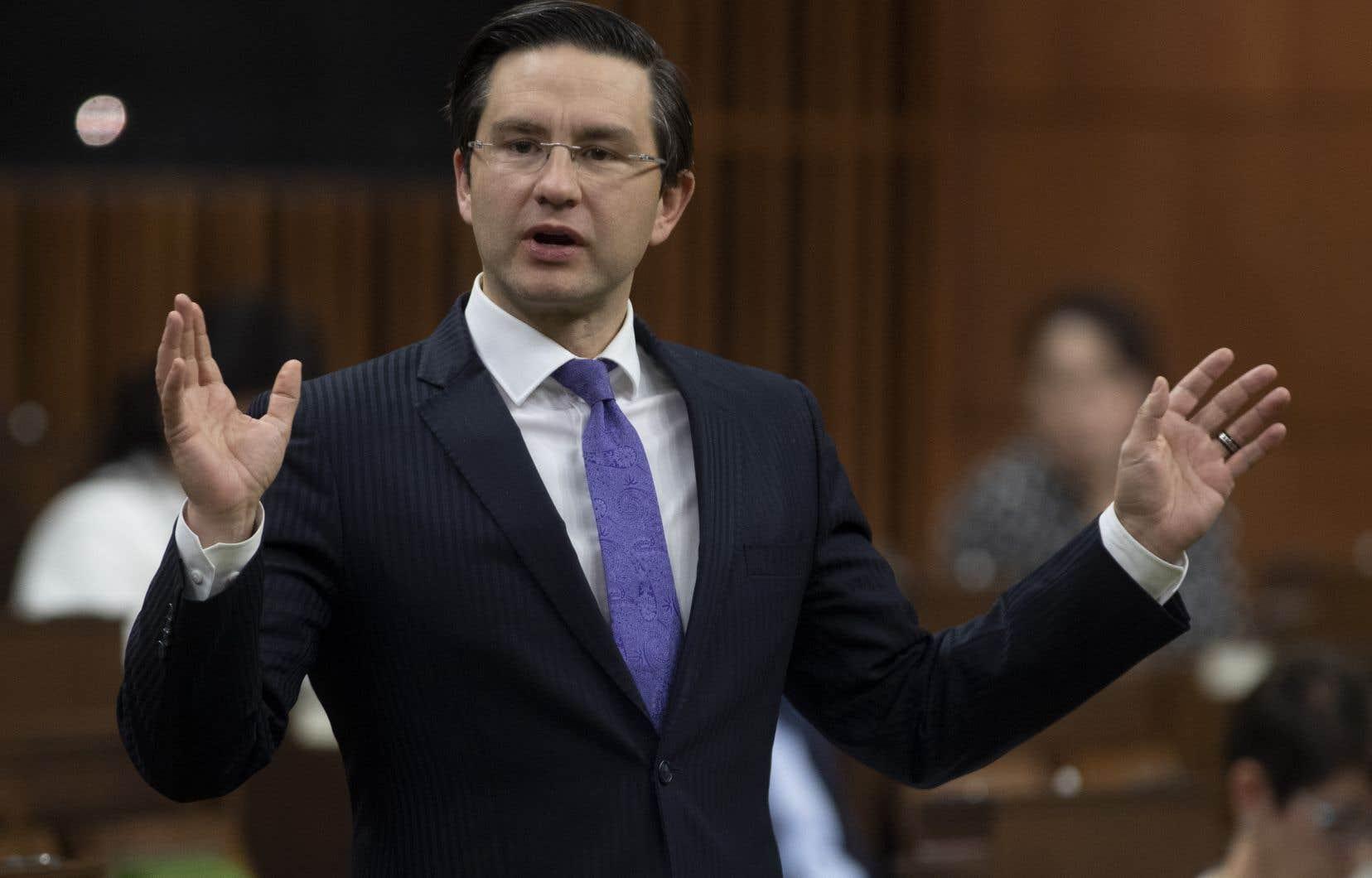 «Les Canadiens doivent se défendre contre les élites mondiales qui se nourrissent des peurs et du désespoir des gens dans le but d'imposer leur prise de pouvoir»: telle est l'invitation lancée par le député conservateur d'Ottawa Pierre Poilievre à une pétition visant à «arrêter la grande réinitialisation».